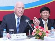 美国参议院临时议长与越南河内国家大学法律系学生交流