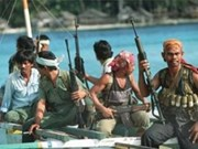 海盗袭击新加坡油轮绑架三名船员