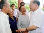 越南国会主席阮生雄与河静省选民接触