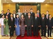 黎鸿英同志会见老挝副总理和柬埔寨副首相