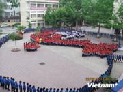 越南学生拼成祖国地图 体现对祖国的热爱