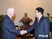 越南政府副总理范平明会见美国参议员