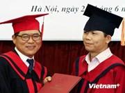 韩国驻越南公使获得越南国际关系博士学位证书