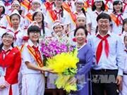 越南国家副主席阮氏缘会见胡志明市少年先锋队模范负责队员代表