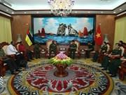 莫桑比克共和国国防学院代表团访问越南