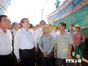张晋创主席看望慰问岘港市鱼检力量和渔民们