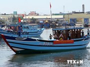 一艘载有12名船员海上遇险的越南渔船成功获救