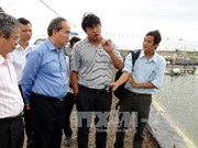 越南祖国阵线中央委员会主席阮善仁在朔庄省调研