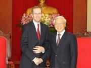 阮富仲总书记会见英国驻越大使