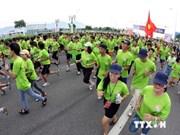 4200多名运动员参加2014年岘港国际马拉松赛