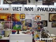 越南企业参加在新加坡举行的2014年纪念品礼品博览会