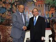 阮春福副总理会见斯里兰卡法律和秩序部高级代表团