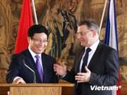 越南政府副总理兼外交部长范平明访问捷克