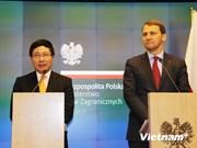 越南政府副总理兼外长范平明访问波兰