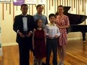 参加泰国莫扎特国际钢琴比赛的三名越南学生获奖