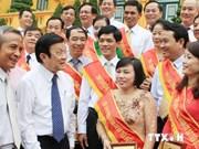 越南国家主席张晋创会见模范基层工会主席