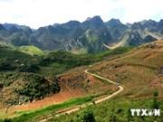 越南考古学家在河江省同文岩石高原地区发现许多考古遗迹