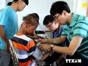韩国卫生代表团为平顺省贫困群众开展免费诊治和发放药品活动