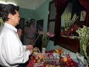 越南政府总理阮晋勇敬香缅怀胡志明主席