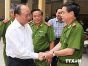 越南政府副总理阮春福向公安力量致以节日祝贺