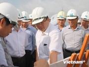 越南政府副总理黄忠海视察河内—海防高速公路建设进度