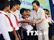 越南国家副主席出席兴安省贫困学生奖学金颁发仪式