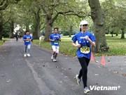 越南年轻知识分子在英国举办慈善跑步比赛