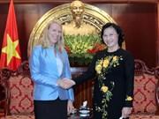 越南国会副主席会见挪威议会外交与国防委员会主席