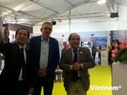 """越南《人民报》报社展位在法国""""人道""""报纸节亮相"""