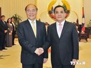 越南国会主席阮生雄会见老挝总理