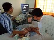越南平定省200名贫困先天性心脏病儿童患者获免费诊治