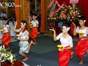 越南高棉族同胞欢度报孝节