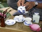越南河内人品尝莲花茶的乐趣