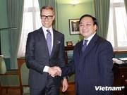 越南政府副总理黄忠海访问芬兰