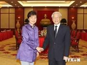 越韩高层会谈 双方签署多项重要合作文件