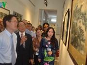 """胡志明市举办画展捐助""""扶贫基金会"""""""