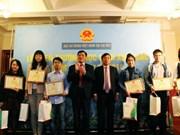 越南驻捷克大使馆表彰在捷克就读的优秀学生
