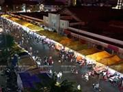 热闹非凡的越南胡志明市槟城夜市