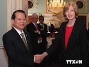 武文宁副总理:英国各家银行对越南银行体系发展贡献巨大