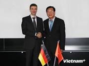 越南教育部部长范武论访问德国