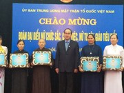 越南祖国阵线中央委员会主席阮善仁会见典范女性神职人员代表团