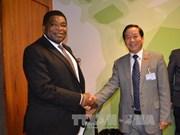 越南国会代表团与各国议会联盟秘书长举行会谈
