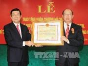 越南国家主席张晋创向原中央检查委员会主任授予胡志明勋章