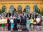 越南国家副主席阮氏缘会见老挝留学生代表团