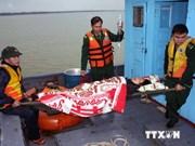 成功救助在金瓯海域上遇难的7名船员