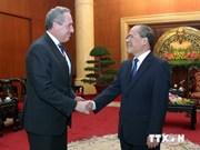 越南国会主席阮生雄会见美国贸易代表弗罗曼