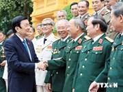 越南国家主席张晋创接见越南人民军总司令部一号师老战士代表团