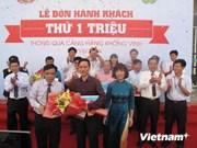 越南宜安省荣市航空港迎接第一百万名旅客