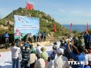 越南平定省绿岛上祖国旗台正式落成