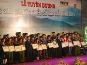 2014年少数民族优秀学生表彰会在河内举行